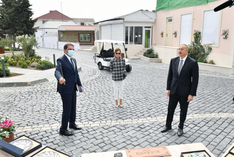 Президент Ильхам Алиев и первая леди Мехрибан Алиева ознакомились с работами по благоустройству, проведенными в поселке Балаханы ВИДЕО