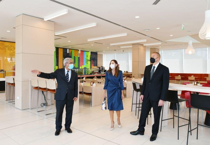 Президент Ильхам Алиев и первая леди Мехрибан Алиева приняли участие в открытии двух новых корпусов Университета АДА ВИДЕО