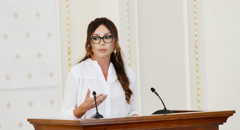 Mehriban Əliyevadan Bilik günü paylaşımı - ...zehin açıqlığı, əzmkarlıq və öyrənmək həvəsi arzulayıram!