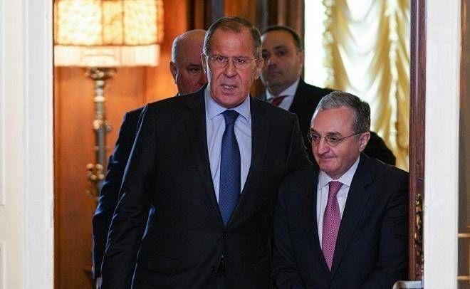 Mnatsakanyan özü ilə Moskvadan Yerevana silah gətirir | Baki-baku.az