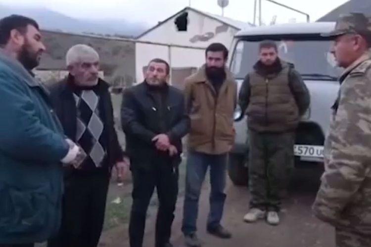 Azərbaycan hərbçiləri ermənilərə Gülablıdan çıxmağa yardım edib