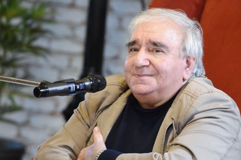 Bakı Ali Neft Məktəbində Ramiz Rövşənin poeziya gecəsi keçirilib