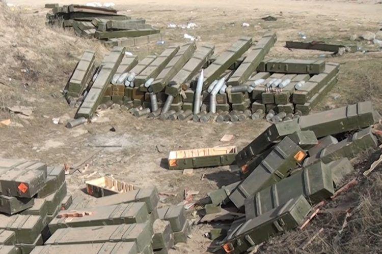 """Suqovuşanda cəbhəxana aşkarlanıb """"İQLA"""" raket kompleksi, """"Muxa"""" markalı RPQ-18, tank əleyhinə RPQ-7 mərmisi və... (VİDEO)"""