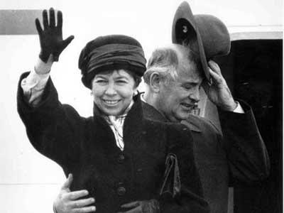 Qorbaçov həyat yoldaşı Raisanın Andropovla görüşünü özü təşkil edirmiş -  İDDİA