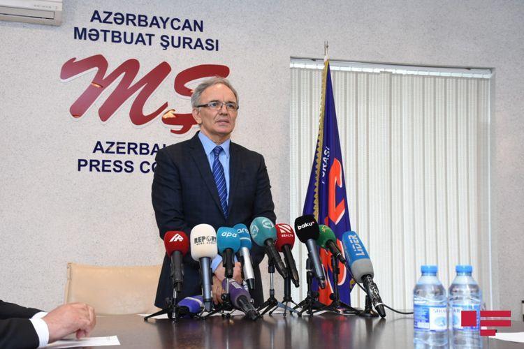 """Əflatun Amaşov: """"İndiyədək peyvənd olunmaq istəyən 200-dək jurnalistin siyahısı təqdim olunub"""""""