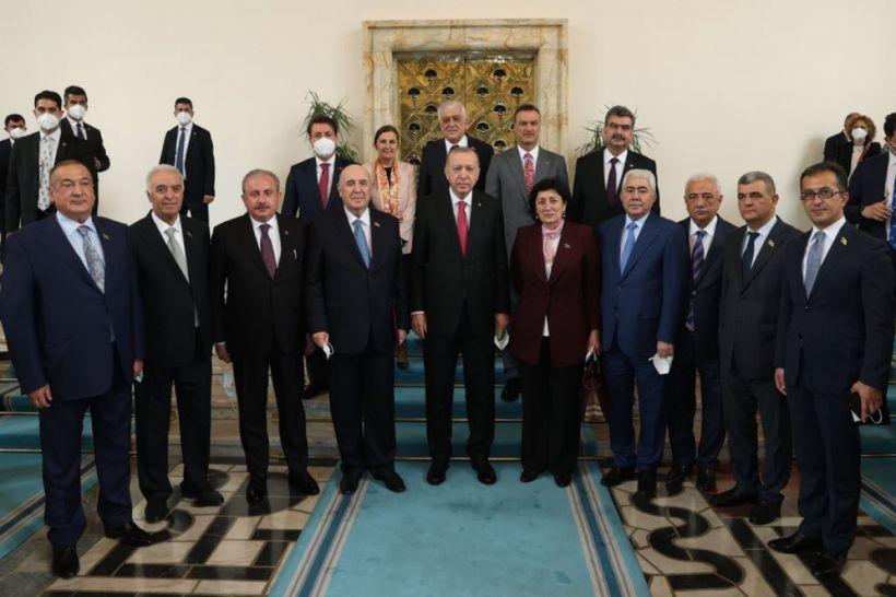 Ərdoğan Azərbaycan parlamentariləri ilə görüşüb