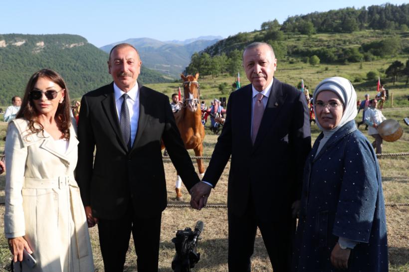 """Ərdoğana """"Zəfər"""" adlı Qarabağ atı hədiyyə edilib"""