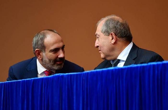 Ermənistanda konstitisiya dəyişikliyi anonsu verildi -  Paşinyan və Sarkisyanın xalqa müraciətlərində nələr var?