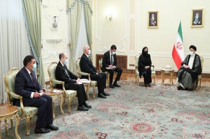 Sahibə Qafarova İran Prezidenti ilə görüşüb
