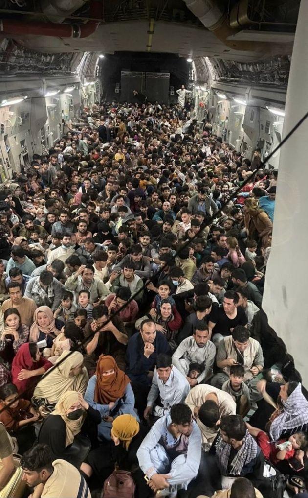 Bir təyyarədə 640 əfqan Kabildən Katara evakuasiya edildi