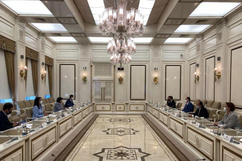 İƏT Ombudsmanlar Assosiasiyasının nümayəndə heyəti Milli Məclisin sədri ilə görüşüb