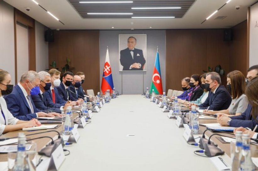 Azərbaycan və Slovakiya XİN rəhbərlərinin görüşü keçirilib